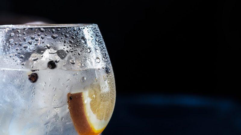 Mais um gin, por favor!