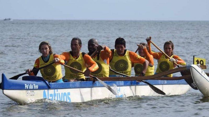 Carolina Qualquer Coisa rema barco de competição