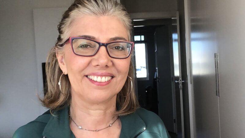 Foto de Ana Rita Carvalho, autora do texto Cabelos Grisalhos: a minha transição