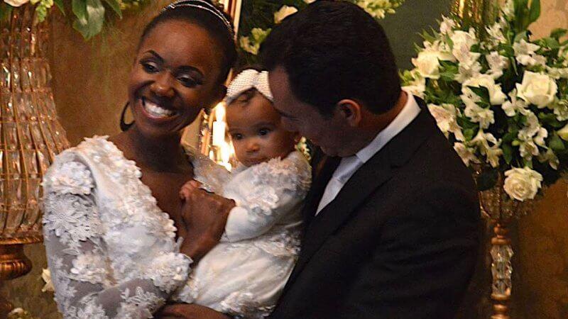Foto de Carla Caroline, filha e marido para o texto Nunca quis casar, mas....