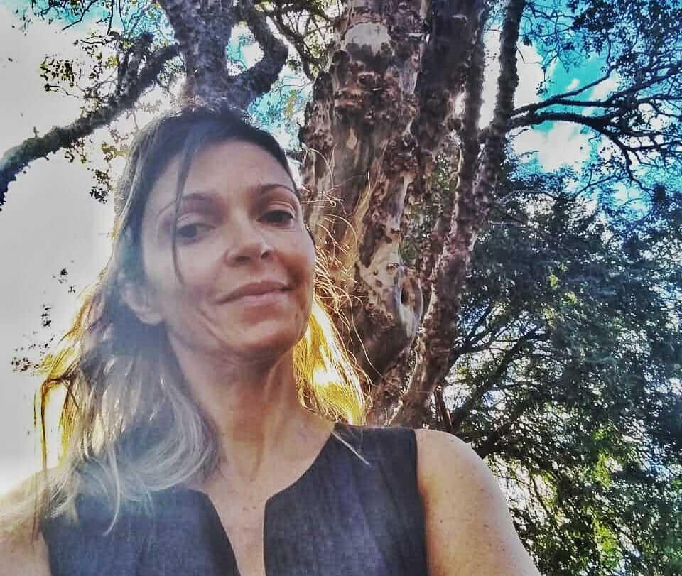 Natascha Duarte escreve o texto Somos três vestidinhos pretos