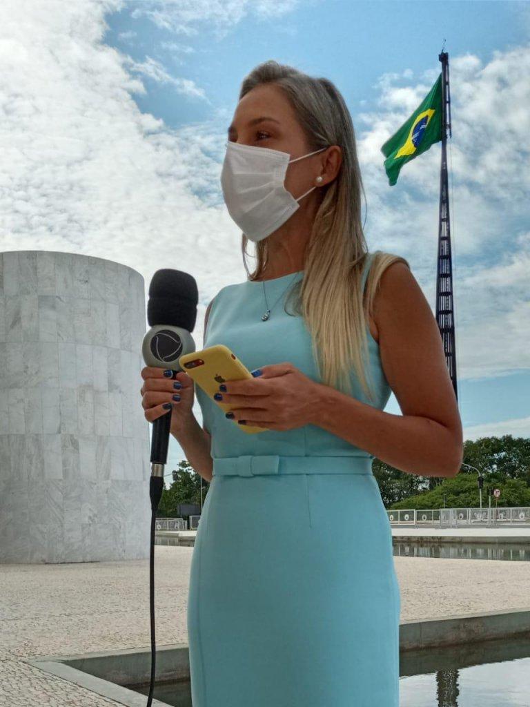 Vanessa Lima fala do vestido azul que tem história