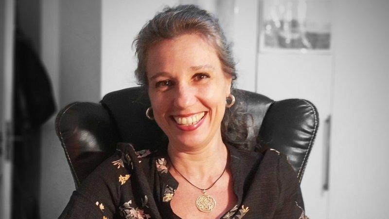 """Alexandra Mettrau escreve sobre """"Tempo de escrever"""""""