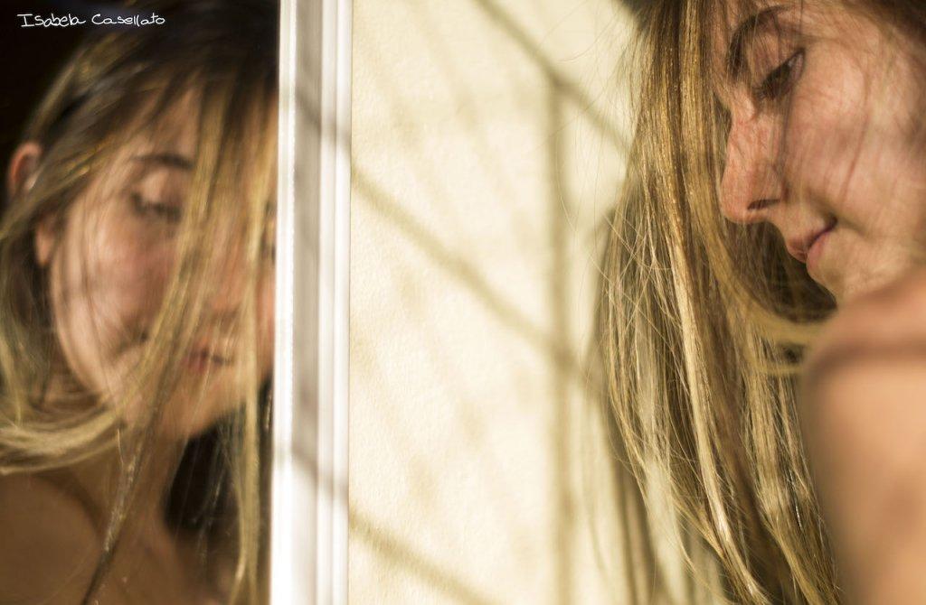 Isabela Casellato escreve o texto Alívios e estranhamentos, solitudes na solidão