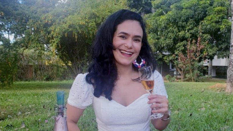 """Tatiane Gomes escreve o texto """"Eu amo meu dia, aniversário"""""""